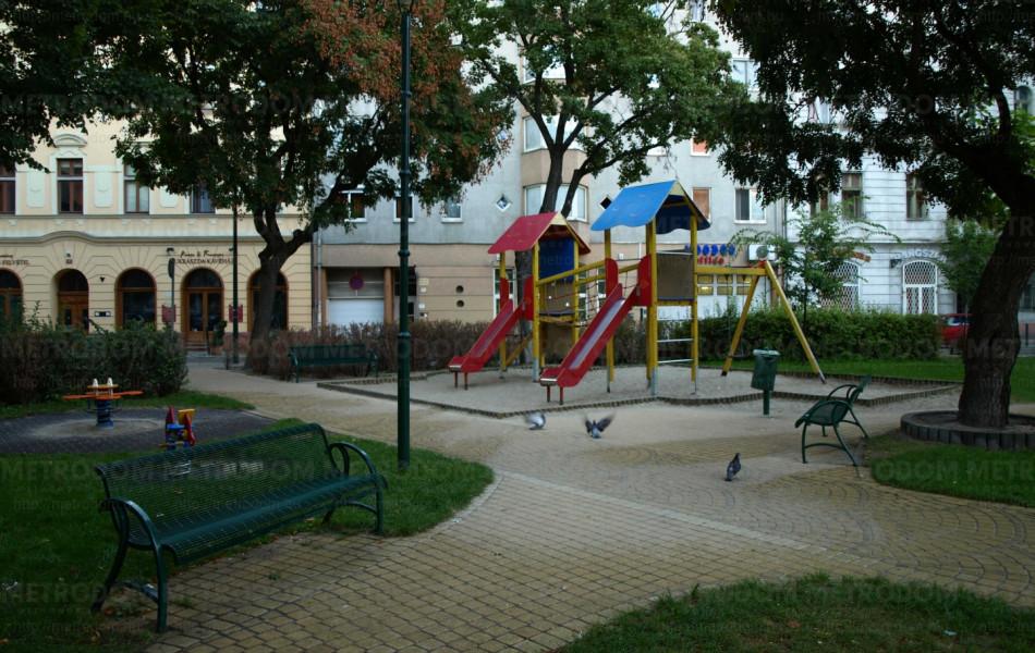 Játszótér a közeli Ferenc parkban