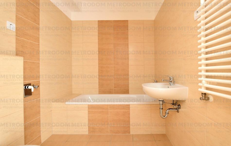 camea bézs fürdő