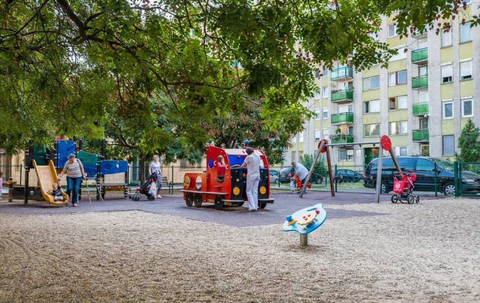 Fantasztikus játszóterek a gyerekeknek, megannyi játékkal.