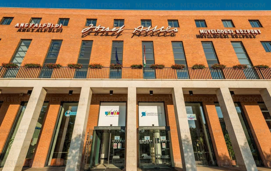 József Attila Művelődési központ számos kulturális lehetőséget kínál.