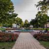 Sétálni vagy csak üldögélni egy szép parkban, ez is elérhető a Babér utca közelében.