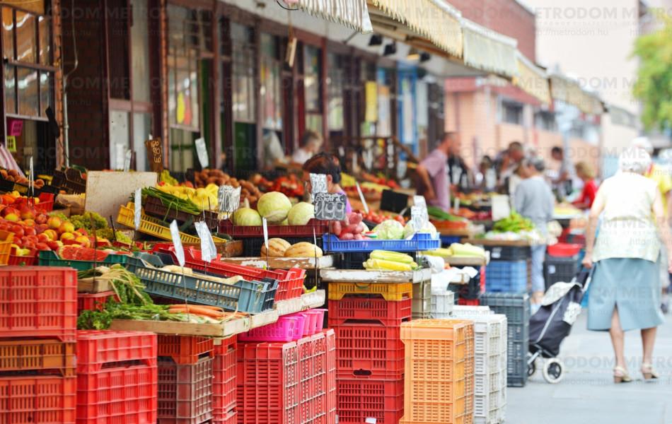 A mindig nyüzsgő Újpesti piac