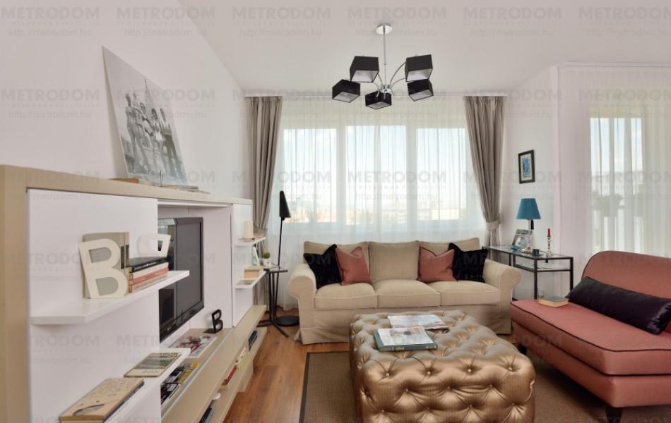 A lakás középpontja a világos és otthonos  nappali 19 m2-es.