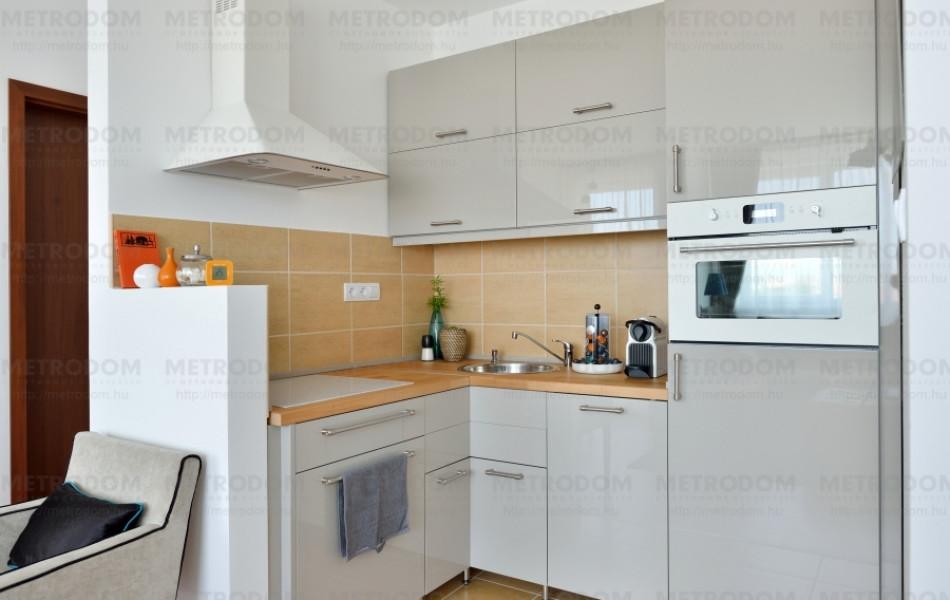 A konyha kicsi (3,51 m2), mégis minden elfér benne