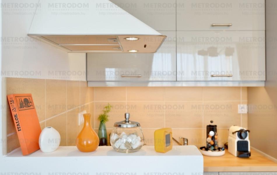 A szagelszívó nem csak dísz, valóban be lehet kötni a központi elszívórendszerbe (Vindrum szagelszívó 54.990 Ft - IKEA)