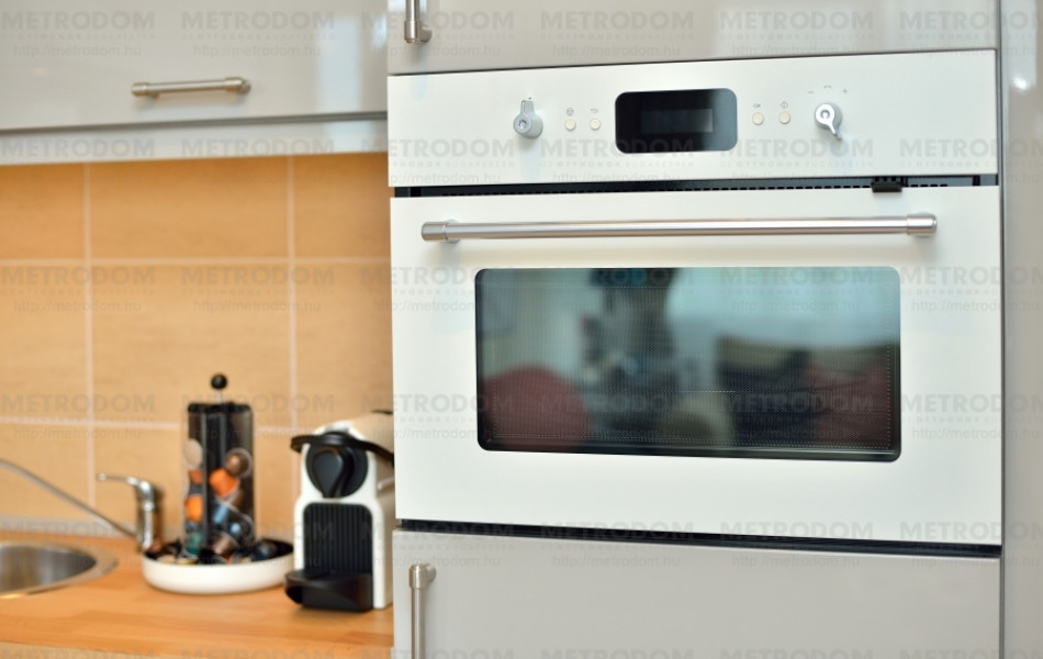 Kettő az egyben: kombinált hőlégkeveréses és mikrohullámú sütő (Exemplarisk sütő 149.900 Ft - IKEA)