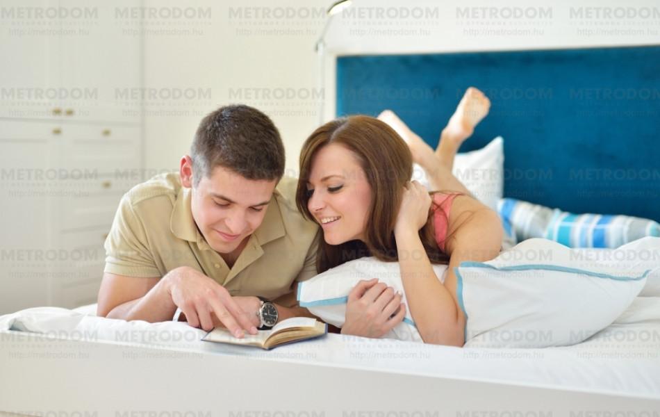 Meghitt és hangulatos (Alvine stra ágyneműhuzat 11.990 Ft, Malin ágytakaró 5.990 Ft - IKEA)