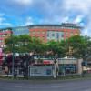 10 perc sétára található a Westend bevásárlóközpont, mely vásárlásra, étkezésre és szórakozásra is lehetőséget kínál.